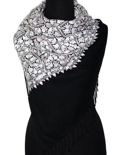 incroyable Belle obsidienne black and white chain stitch embroidery Pashmina scarf